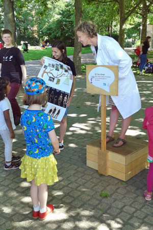 Professor Tracey Kivell - University of Kent - Soapbox-Science