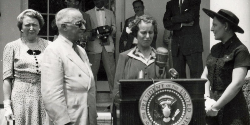 Caroline-Haslett-and-President-Truman-at-the-White-House-1952