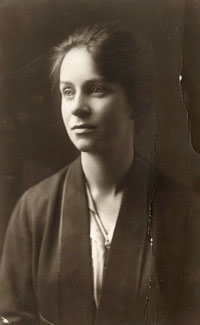 Caroline-Haslett-in-1919