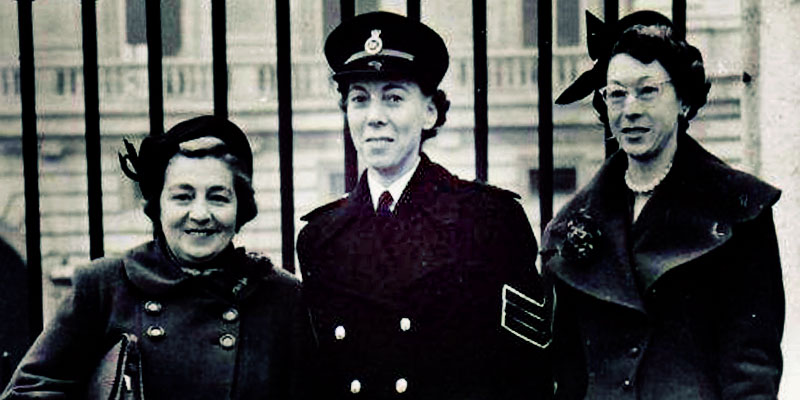 Ethel-Bush-with-her-sisters-Elsie-and-Phyllis-at-Buckingham-Palace-in-Nov-1955