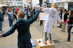 Dr Sarah Bohndiek at Soapbox Science Cambridge 2016 photo-by-ali-johnston-