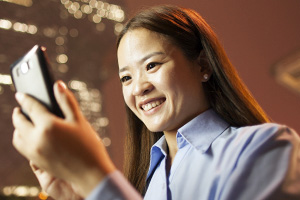 Woman-holding-mobile phone
