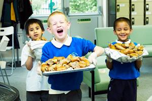 Magic-Breakfast-boys-serving-bagels