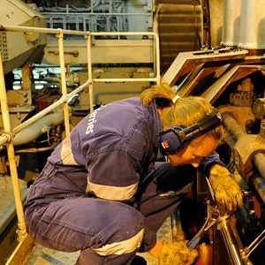 Female-maritime-engineer