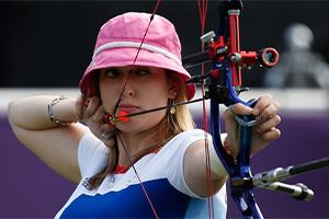Danielle Brown archery